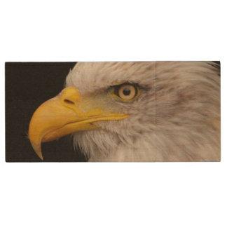 Portrait of eagle wood USB 2.0 flash drive