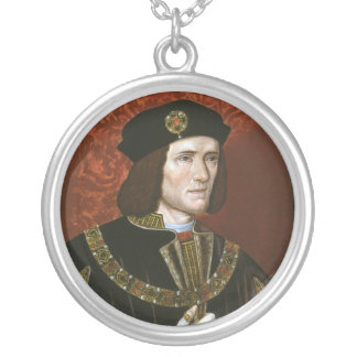 Portrait of English King Richard III Silver Plated Necklace