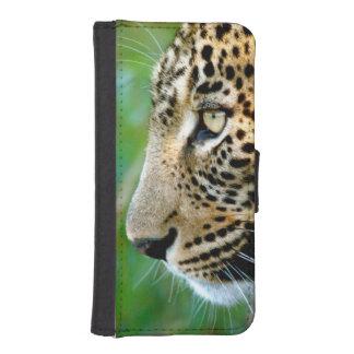 Portrait Of Leopard (Panthera Pardus) iPhone SE/5/5s Wallet Case