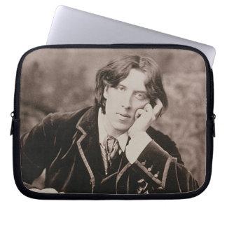 Portrait of Oscar Wilde (1854-1900), 1882 (b/w pho Laptop Sleeve