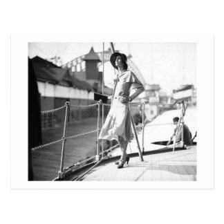 Posing 1930 Fashion Vintage Postcard
