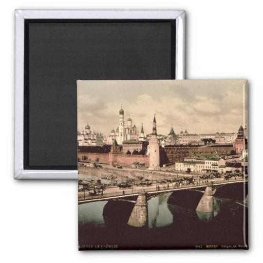 Postcard depicting the Kremlin, Moscow Magnet