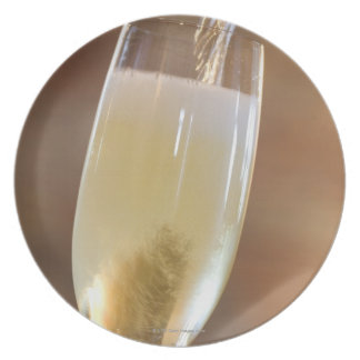 Pouring champagne plate