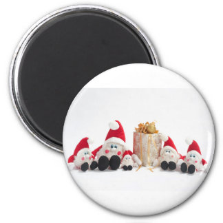 Present and gnomes 6 cm round magnet
