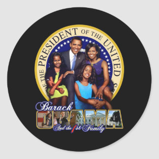 PRESIDENT BARACK OBAMA AND FAMILY CLASSIC ROUND STICKER