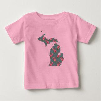 Pretty Pink Roses | Michigan T-Shirt | Michigan