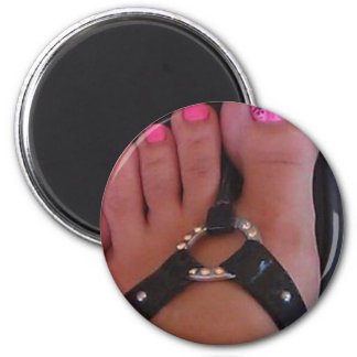 PRETTY TOES 6 CM ROUND MAGNET
