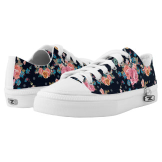 Print with roses in vintage pretty style low tops