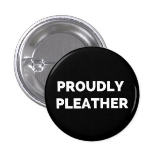 PROUDLY PLEATHER 3 CM ROUND BADGE