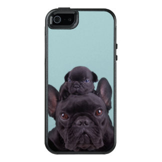 Puppy On The Head Of His Mother OtterBox iPhone 5/5s/SE Case