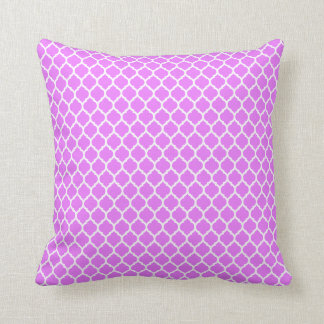 QUATREFOIL PATTERN PILLOW, Lilac & White Cushion