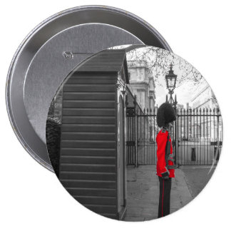 Queen's Guard standing guard at Clarence House 10 Cm Round Badge