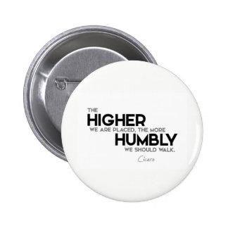 QUOTES: Cicero: Humbly walk 6 Cm Round Badge
