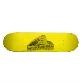 Rabe mit Wolf schwarz gelb Design Skateboard Brett
