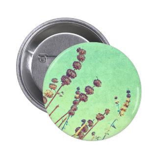 Reaching up 6 cm round badge