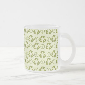 Recycle icon with leaves pattern frosted glass mug