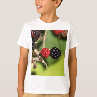 Red and black blackberry fruits. tshirt