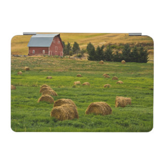 Red Barn, hay bales, Albion, Palouse Area 2 iPad Mini Cover