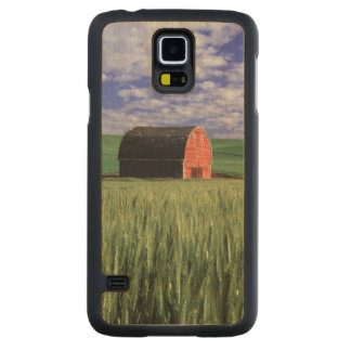 Red barn in wheat & barley field in Whitman 2 Carved Maple Galaxy S5 Case