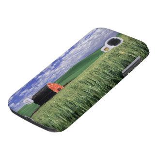 Red barn in wheat & barley field in Whitman 2 Galaxy S4 Case