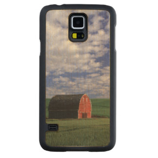 Red barn in wheat & barley field in Whitman Carved Maple Galaxy S5 Case