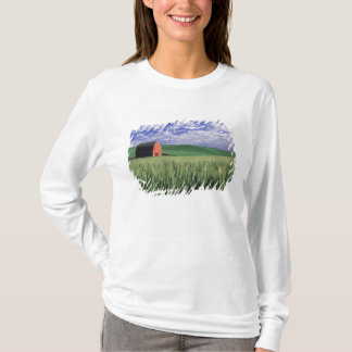Red barn in wheat & barley field in Whitman T-Shirt