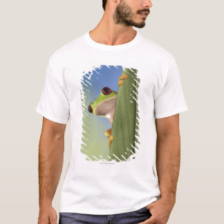 Red Eyed Tre Frog Peeking From Behind a Leaf T-Shirt