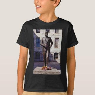 Red John F. Kennedy statue flowers T-Shirt