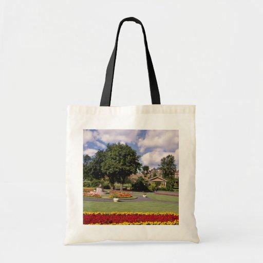 Red Valley Gardens, Harrogate, North Yorkshire, En Tote Bags