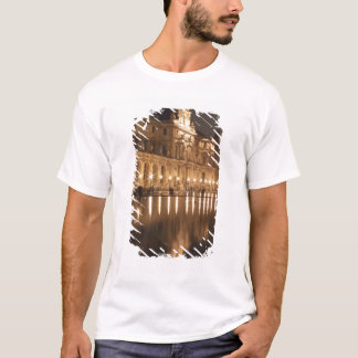 Reflecting pool at the Louvre, Paris, France T-Shirt