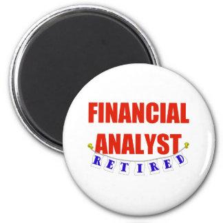 RETIRED FINANCIAL ANALYST 6 CM ROUND MAGNET