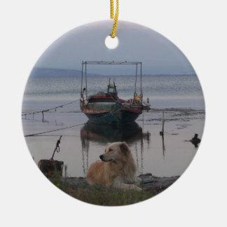 Retriever by the sea. round ceramic decoration