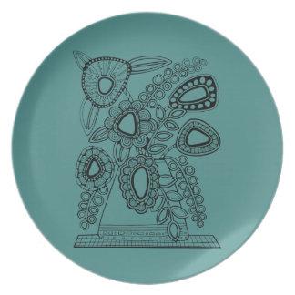 Retro Floral Vase Line Art Design Plate