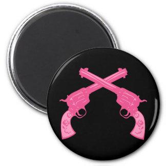 Retro Pink Crossed Pistols 6 Cm Round Magnet