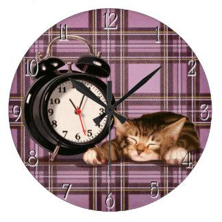Retro plaid kitten wall clock