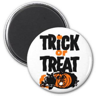Retro Vintage Kitsch Halloween Trick or Treat Magnet