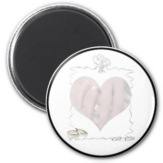 Ribbons & Rings with Wedding Couple 6 Cm Round Magnet