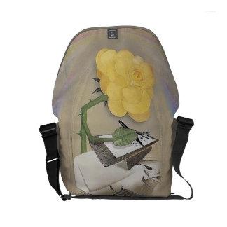 Rosegifts Writer Rose small messenger bag