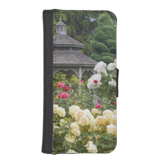 Roses in bloom and Gazebo Rose Garden at the iPhone SE/5/5s Wallet Case