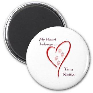 Rottweiler Heart Belongs 6 Cm Round Magnet