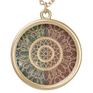 round delicate design round pendant necklace