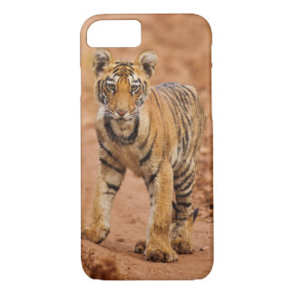 Royal Bengal Tiger cub on the move iPhone 8/7 Case