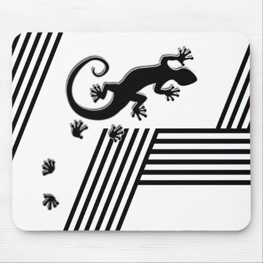 Running Gecko - black & white stripes abstract2 Mousepads