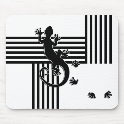 Running Gecko - black & white stripes abstract Mousepad