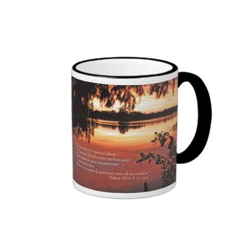 Salmos 23 1-3 con Puesta del Sol (Tazon) Mugs