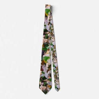 Sand crystal tie