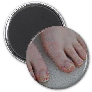 sandy feet 6 cm round magnet