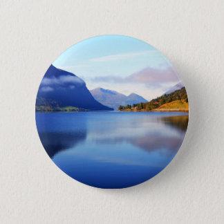 Scandinavian beauty 6 cm round badge