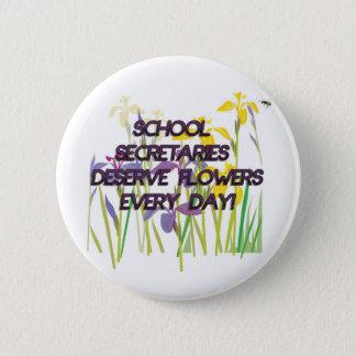 SCHOOL SECRETARIES DESERVE FLOWERS 6 CM ROUND BADGE