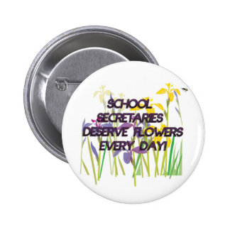 SCHOOL SECRETARIES DESERVE FLOWERS 6 CM ROUND BADGE